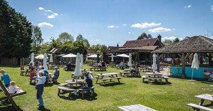 Elite Pubs garden sunshine